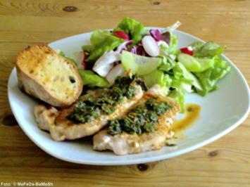 Kräuter-Steaks auf buntem Frühlings-Salat - Rezept