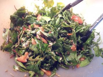 Gemischter Salat mit Ziegenkäse, Tomaten und Körnern - Rezept