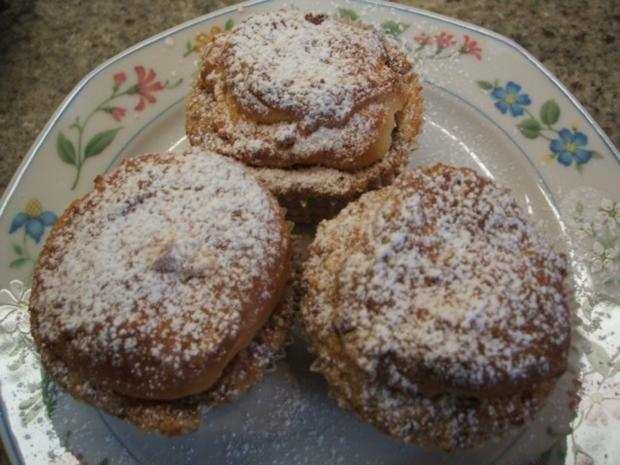 Backen: Muffins aus Hefeteig mit Nussfüllung - Rezept