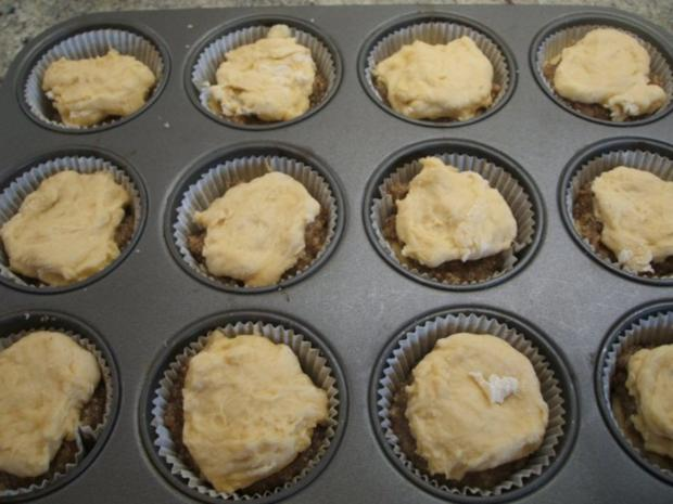 Backen: Muffins aus Hefeteig mit Nussfüllung - Rezept - Bild Nr. 4