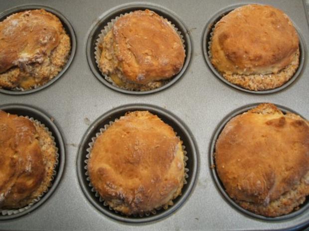 Backen: Muffins aus Hefeteig mit Nussfüllung - Rezept - Bild Nr. 5
