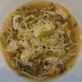 Suppentopf mit Huhn und grünem Spargel - Rezept