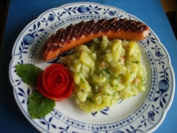 lauwarmer Kartoffelsalat mit gebratener Schinkenbockwurst - Rezept