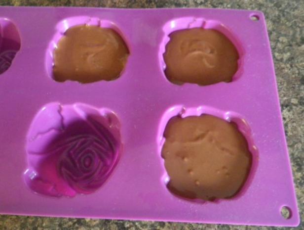 Geeiste Chili - Schokoladen - Mousse mit Basilikum - Erdbeeren - Rezept - Bild Nr. 8