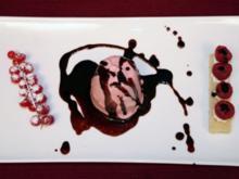 Himbeer-Parfait mit Schokoladensoße - Rezept