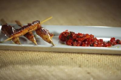 Paprika Chutney mit Sate Spießen - Rezept