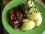 Schweinesteak mit Broccoli und Salzkartoffeln - Rezept