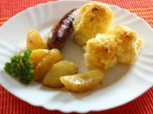 Überbackener Blumenkohl mit Bratwurst und Salzkartoffeln - Rezept