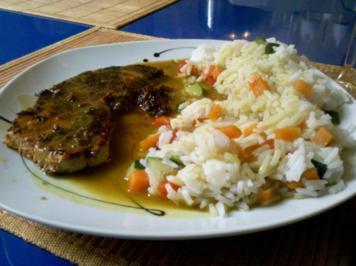 Fleisch: Delikates Schnitzel mit Gemüsereis und Thai Green Curry-Soße - Rezept