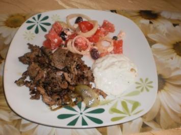 Gyros mit Tsatsiki und Tomatensalat - Rezept