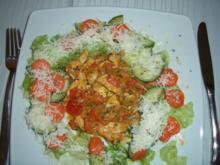 Chili-Knoblauch-Hähnchen, dazu Salat mit karamellisierten Karotten - Rezept