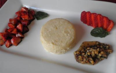 Rhabarberparfait mit Balsamico - Erdbeeren und süßem Pesto - Rezept