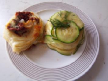 Tomaten-Käseschnecken im Blätterteigmantel - Rezept