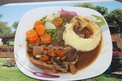 Gemüseteller mit Schweinshuft und Kartoffelstock - Rezept