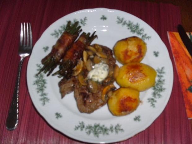 Filetsteaks mit speckumwickelten Prinzeßböhnchen - Rezept