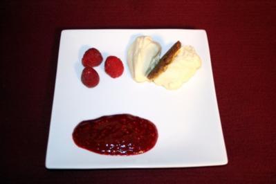 Rezept: Weißes Mokka-Mousse mit Himbeermark