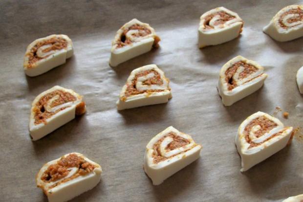 Snack: Mini-Blätterteigschnecken mit Pestokäse und Tomaten - Rezept - Bild Nr. 8