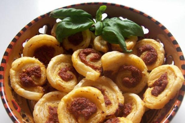 Snack: Mini-Blätterteigschnecken mit Pestokäse und Tomaten - Rezept - Bild Nr. 11