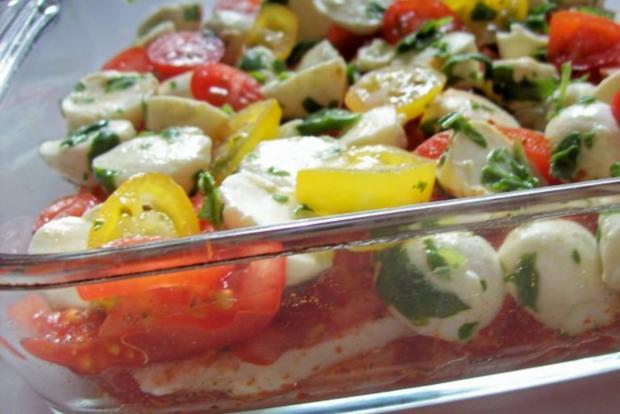 "Schichtsalat ""Tomate-Mozzarella"" mit Honig-Balsamico-Dressing - Rezept - Bild Nr. 5"