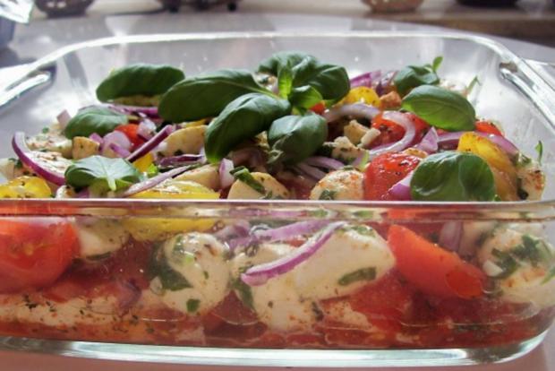 "Schichtsalat ""Tomate-Mozzarella"" mit Honig-Balsamico-Dressing - Rezept - Bild Nr. 7"
