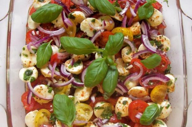 "Schichtsalat ""Tomate-Mozzarella"" mit Honig-Balsamico-Dressing - Rezept - Bild Nr. 8"