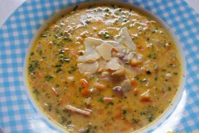 Gekräuterte Käse-Zwiebelsuppe mit Möhren - Rezept