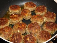 Mini Frikadellen mit Zwiebeln und Käse Füllung - Rezept