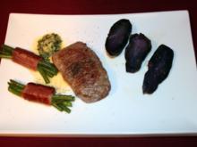 Rumpsteak mit lila Kartoffelspalten und Bohnenbündchen - Rezept