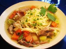 Gemüsesüppchen mit Hühnerfleisch und Suppennudeln ... - Rezept