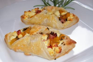 Snack: Blätterteigschiffchen mit Feta und Kürbis - Rezept