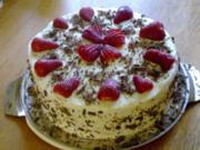 Feine Erdbeer-Rhabarber-Torte - Rezept