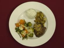 Rinderfilet in Senfkruste an Gartengemüse und Kartoffelspalten (Tobias Schönenberg) - Rezept