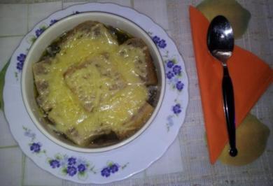 Zwiebelsuppe nach Französcher Art - Rezept