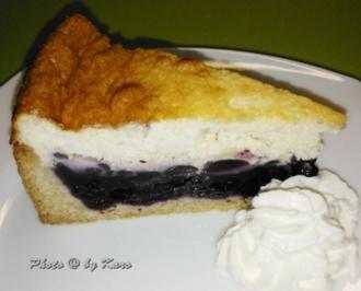 Kuchen: Heidelbeer Creme fraiche Kuchen auf knusprigem Mandelboden - Rezept