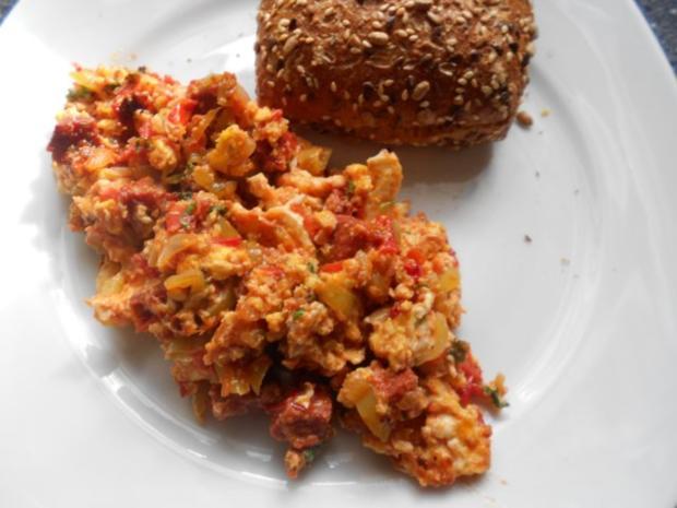 menemen sucuklu türkische Eierspeise mit Knoblauchwurst - Rezept - Bild Nr. 30