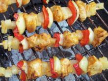 Grillen: Hähnchen-Ananasspieße mit Curry-Honig-Marinade - Rezept