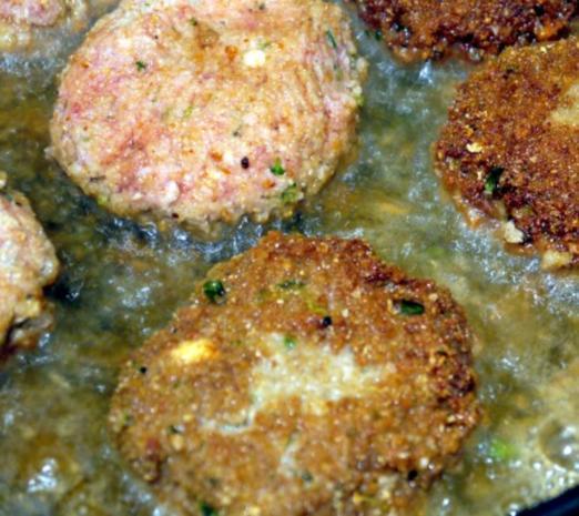 Thymianbouletten auf Cranberry-Tomaten-Sauce und Kräuter-Polenta-Schnitten - Rezept - Bild Nr. 11