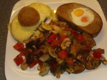 Gemüsepfanne mit Ei im Brot - Rezept