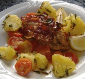 Gebackene Hähnchenbrust mit Speck und Tomaten - Rezept