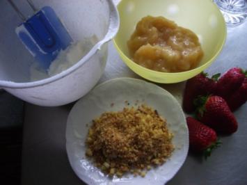 Schichtspeise mit Rhabarber und Erdbeeren - Rezept