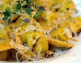 Tortelloni mit Bärlauch-Ziegenkäsefüllung - Rezept