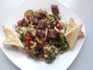 knackiger Salat mit Putenbrustfilet mit Balsamico-Dijon-Senf-Dressing - Rezept