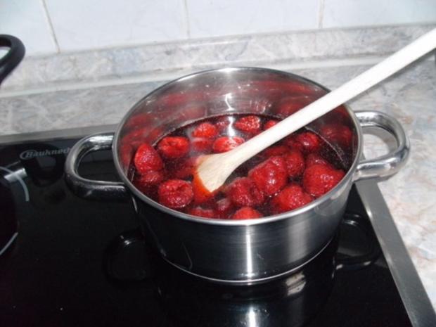 Bananen-Soufflé mit Erdbeer-Kompott - Rezept - Bild Nr. 9