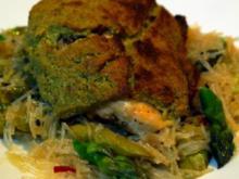 Hähnchenbrust unter Bärlauchhaube auf asiatisch angehauchtem Spargelbett - Rezept