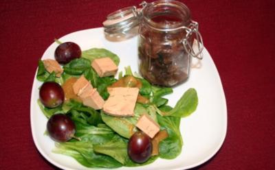 Gänseleber auf Salat mit selbstgebackener Brioche und hausgemachten Zwiebelconfit - Rezept