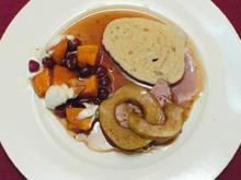 Schweinelendchen mit Kürbis-Cranberry-Gratin & Serviettenknödeln - Rezept