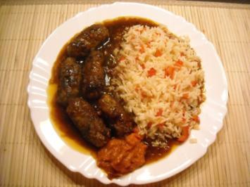 Serbische Cevapcici mit gedünstetem Reis - Rezept