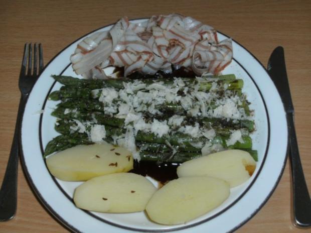 Hauptgericht: Grüner Spargel mit Kürbiskernöl - Rezept