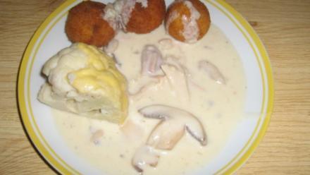 Hühnerfrikasse mit frittierten Reisbällchen - Rezept