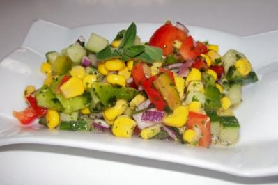 Bunter gemischter Salat mit Honig-Senf-Dressing - Rezept